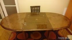 Kihúzható ebédlőasztal