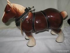 Porcelán ló figura lószerszámmal!