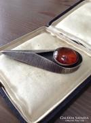 Antik lengyel iparművészeti ezüst bross borostyán kővel