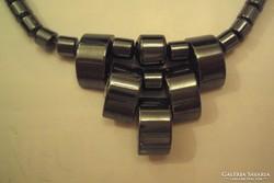 Hematit (féldrágakő) nyakék, két darab fülbevalóval.