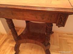 Kihajtható asztal