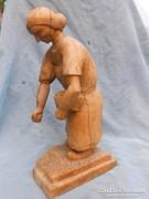 """Diófa szobor 40cm.""""Diót szedő nénike"""".Antik."""