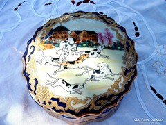 Nagyméretű  kiskutyás  porcelán  doboz