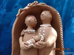Szignós magyar nagy figurális kerámia-19,5x15x10 cm