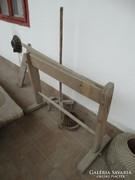 Antik kenderkezelő szerszámok:tiloló,gereben,böszme(guzsaly)