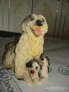 Zúzott márvány kutya mama figura kicsinyeivel
