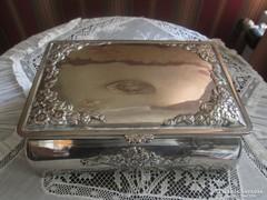 Gyönyörű ezüstözött doboz