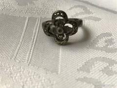 Antik ezüst gyűrű hiányos markazittal, kis méret