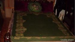 Nagyonöreg zőldszínű ágytakaró