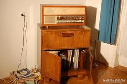 Melodyn rádió és Ultraphon lemezjátszó lemezekkel