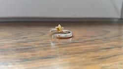 Csillaggal díszített, nyitott, aranyos kis gyűrű