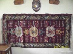 Kézzel készített szőnyeg