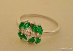 Gyönyörű smaragdköves ezüstgyűrű