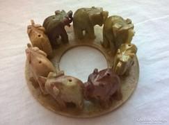 Zsírkő szobor elefánt állatfigurákkal