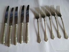 5+5 db kés és villa