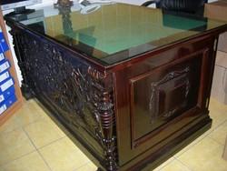 Egyedi, impozáns, exkluzív, kézzel faragott íróasztal eladó