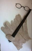 Antik lornyon, horgolt csipke kesztyűvel