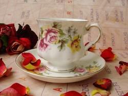 Antik angol Balmoral Castle rózsás teáscsésze aljal