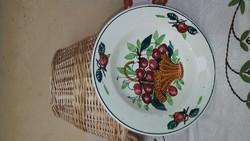 Egy kosár cseresznye bélapátfalvi tányéron