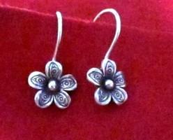 Ezüst virág fülbevaló