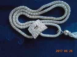 Látványos,nagy strassz köves medállal ezüstözött fém nyakék