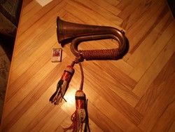 Antik trombita, kürt