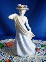 Gyönyörű porcelán nő virágos kalapban