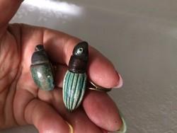 Egyedi kerámia bogár gyűrű és gomb jelzettek.