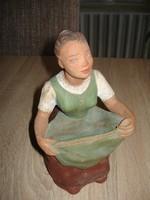 Festett terrakotta szobor