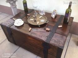Antik bútor, régi utazó láda, dohányzóasztal 44.
