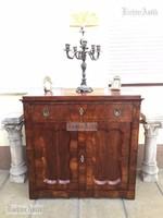 Antik bútor Biedermeier komód félszekrény trümó felújított 2