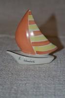B. almádi kis hajó
