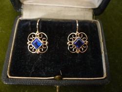 Arany fülbevaló kék üvegkővel