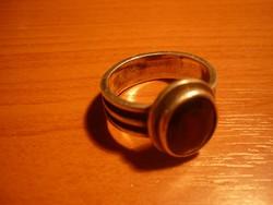 Antik ezüst gyűrű vörös kővel....