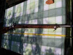 Elöltöltős hadi puska szuronnyal
