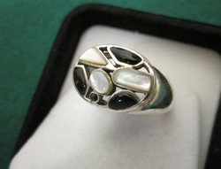 Ezüst ÓNIX és GYÖNGYHÁZ díszítésű gyűrű 8-as (18mm)