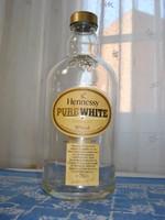 Egyedi Henessy konyakos üveg