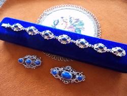 Antik aranyozott ezüst, kék lápiszos bross