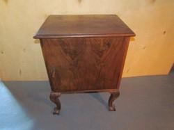 Antik chippendale kis szekrény
