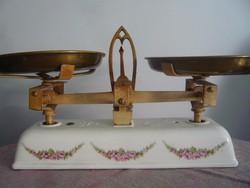 Antik rózsás porcelán asztali mérleg