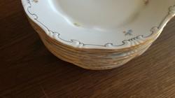 8 db Zsolnay apróvirágos barokk tányér