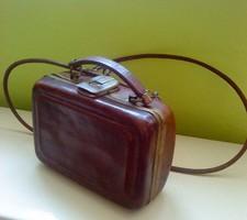 Koffer formájú bőr kis táska