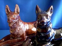 2 db nagy méretű mázazott, fekvő kerámia kutya 31 és 24 cm
